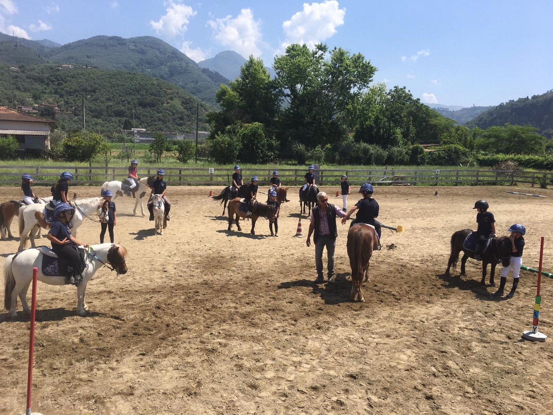 A cavallo con i Pony Game a Pietrasanta