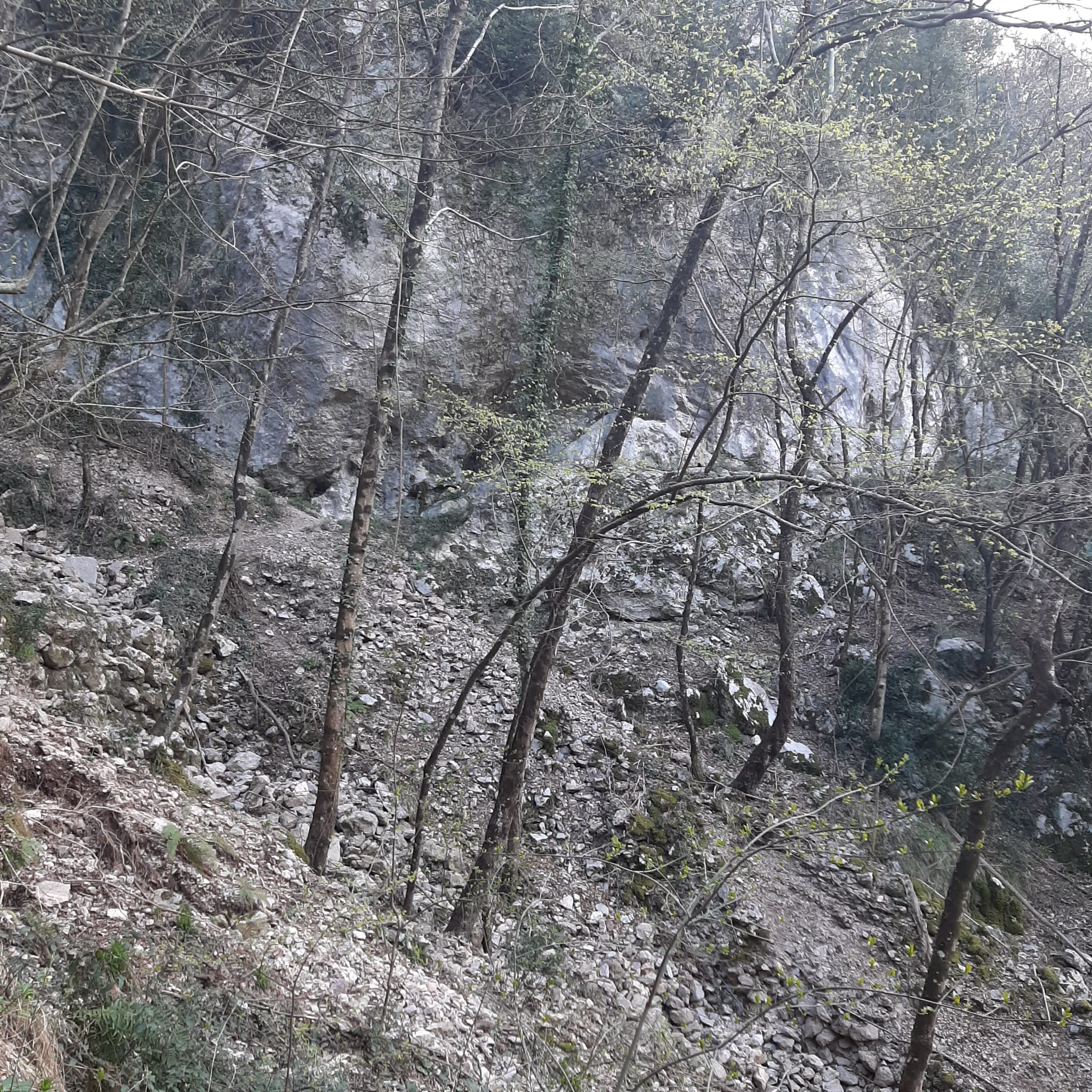Tra montagne e paesini sulla vecchia mulattiera che unisce Casoli a Metato