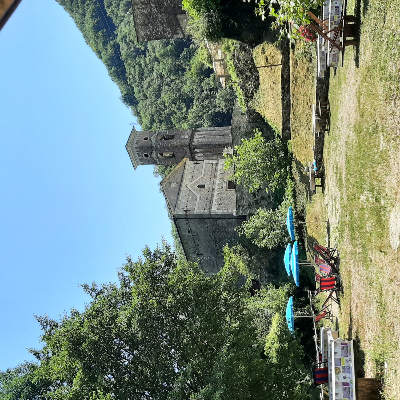 Isola Santa, il borgo incantato sul lago verde