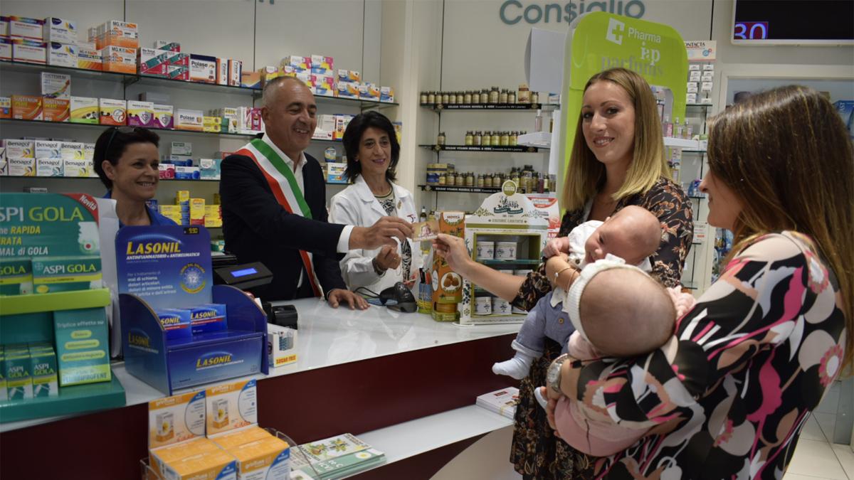 """A Massarosa sconti per le neomamme in farmacia con la tessera """"Progetto Bambino"""""""