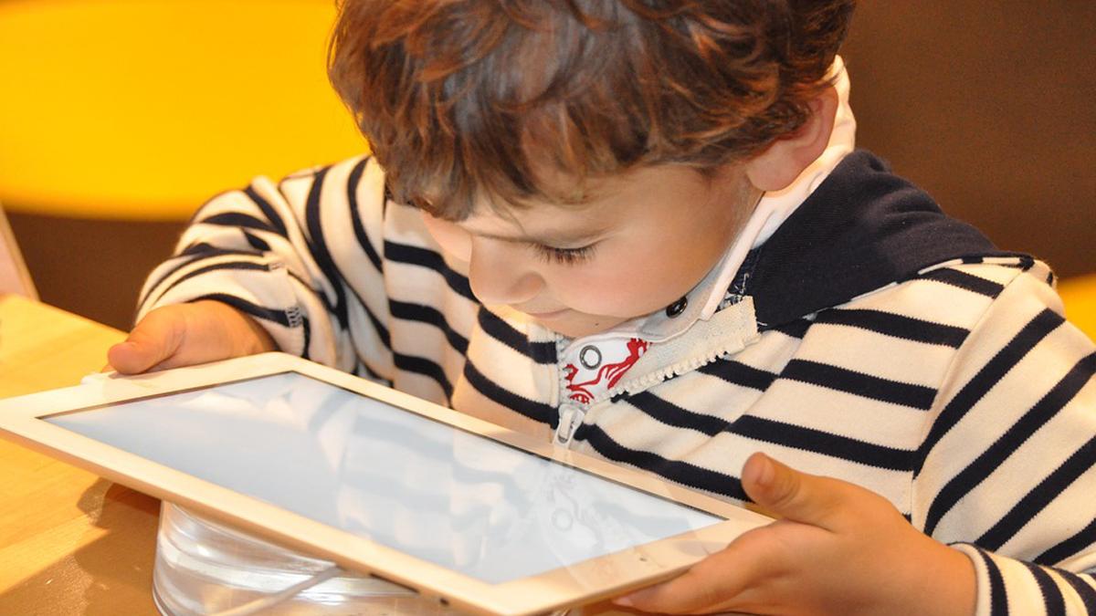 Nelle scuole di Camaiore una guida sul web e i suoi rischi